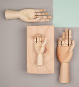 Wooden Hand Dekoration