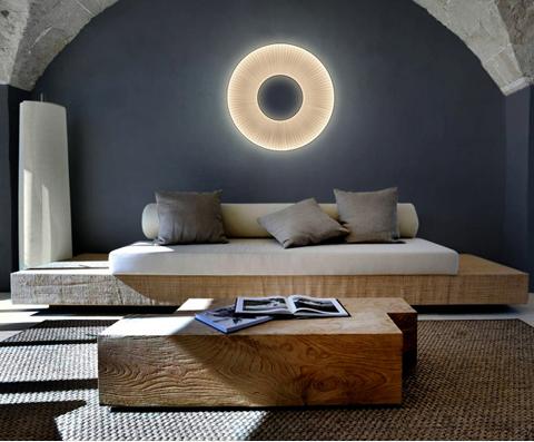 Uno stile chic & casual con la lampada XXL posta a terra