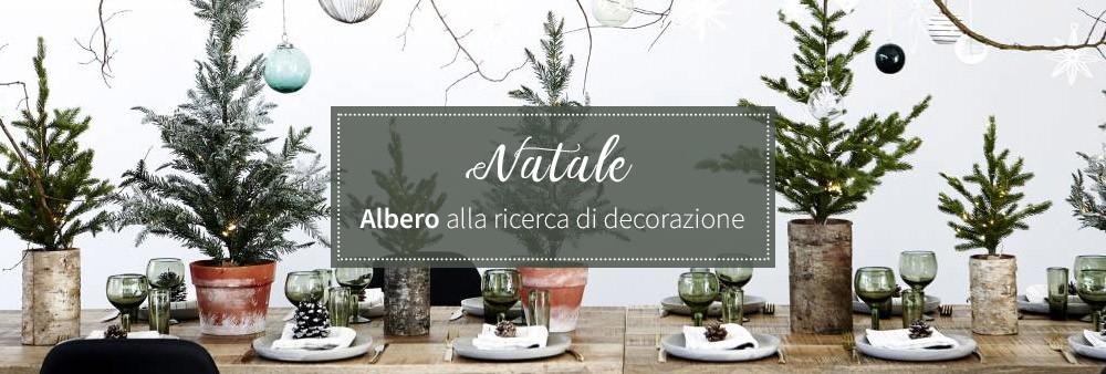 Natale Albero alla ricerca di decorazione