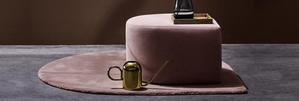 Pouf et tapis Stilla, arrosoir Vivero de la marque AYTM
